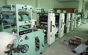 日本弓腰打孔票据印刷机